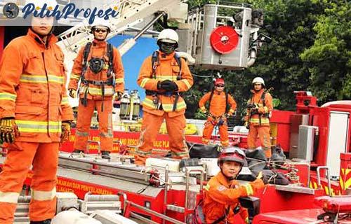Peran Tanggung Jawab Seorang Pemadam Kebakaran
