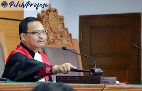 Syarat Menjadi Hakim