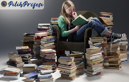 1. Banyak Membaca