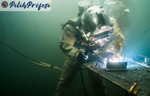 Risiko Tukang Las Bawah Laut